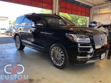 "Black Lincoln Navigator with 22"" Chrome wheels"