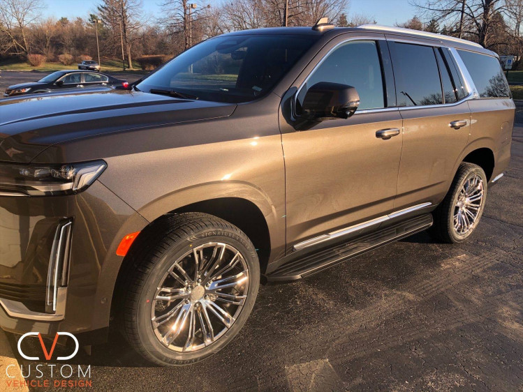 2021 Cadillac Escalade with Vogue wheels and tyres customized by CVD ⠀