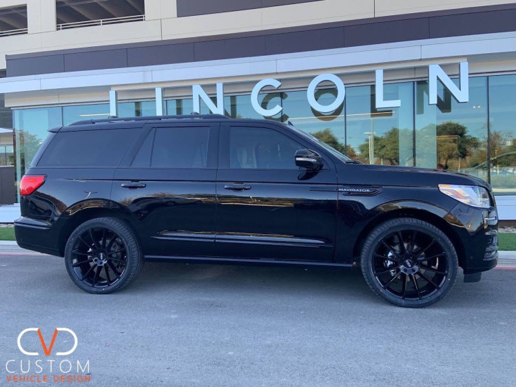 """2020 Lincoln Navigator with 24"""" Status Goliath Gloss Black on Signature V Tyres"""