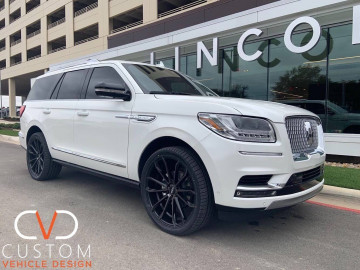 "2020 Lincoln Navigator with 22"" Status Mastadon wheels on Signature V Tyres⠀"