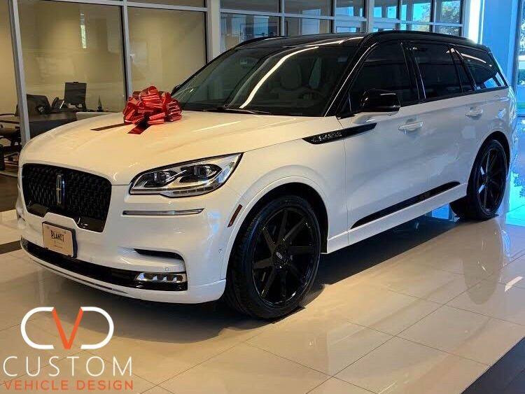 """2021 Lincoln Aviator with 22"""" Status Brute wheels"""