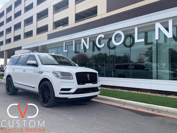 """2020 Lincoln Navigator with 24"""" Black Rhino Wheels on Signature V Tyres⠀⠀"""