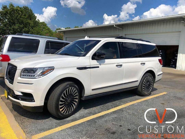 Lincoln Navigator (Blackout package) with 22inch Black Label wheels