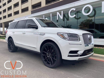 "Lincoln Navigator with 22"" Status Mastadon wheels on Signature V Tyres"