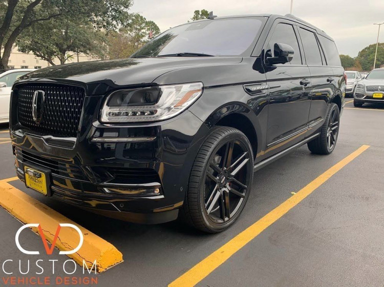 """Lincoln Navigator with Status Alloy Titan wheels and 24"""" Vogue Signature V Tyres"""