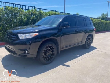 Toyota Highlander black out customized by CVD