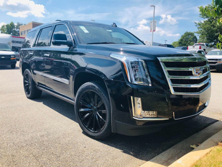 Cadillac Escalade with Vogue Gloss-black VT388's wrapped in Vogue luxury SCT2 tyres