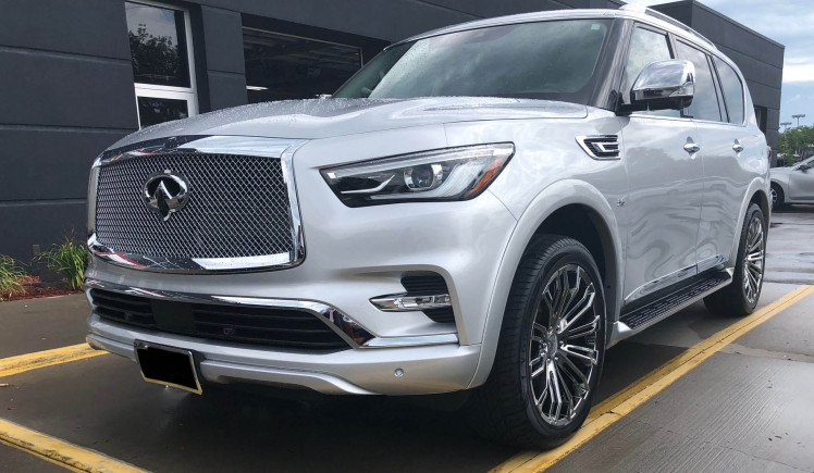 Infiniti QX80 -Vogue VT386 Wheels and Heavy Mesh Chrome Wheels