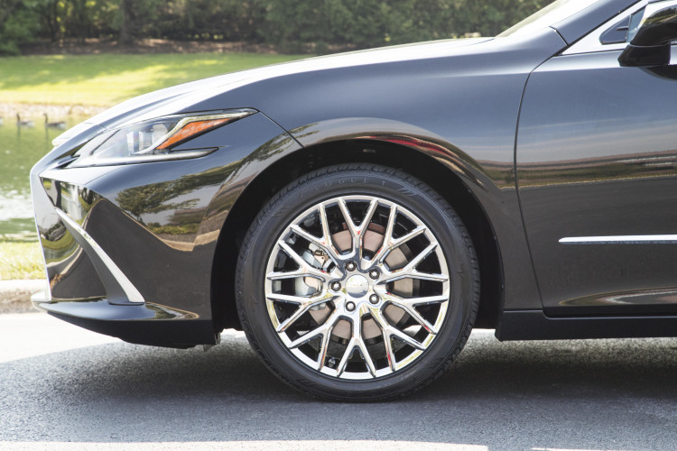 Lexus ES350 - Vogue VT384 White Eco-Plate Wheels