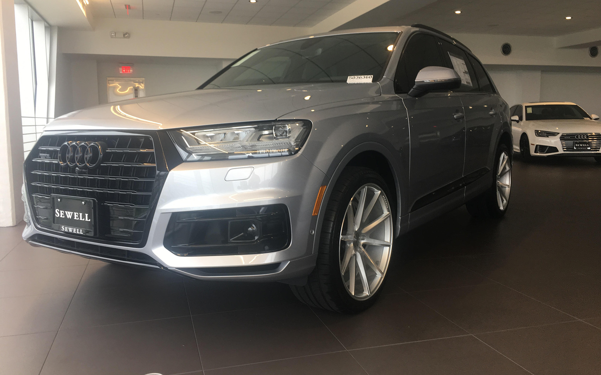 Audi Q7 with Vossen VFS1 22x10.5 Pirelli P Zero 285/35-22 Blackout package