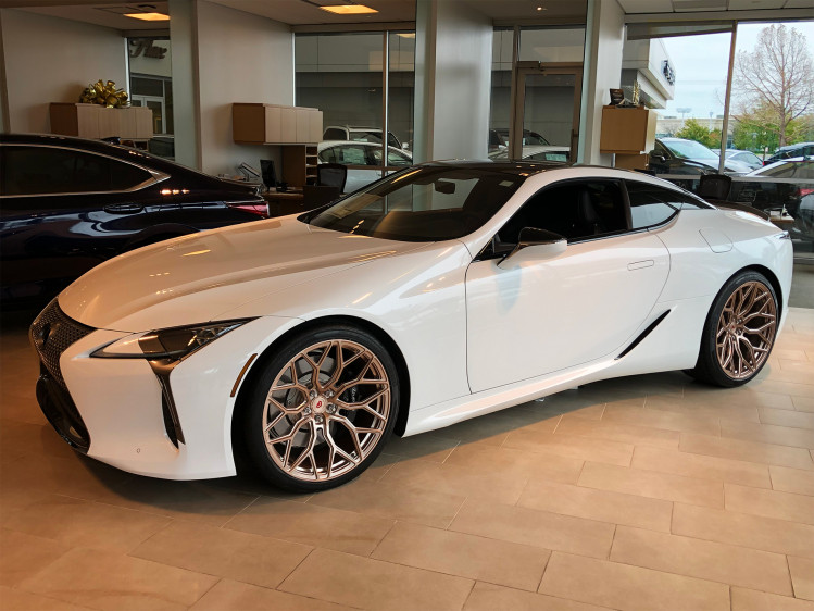 "Lexus LC500 22"" Vossen S17-01 staggered in Rose Gold"
