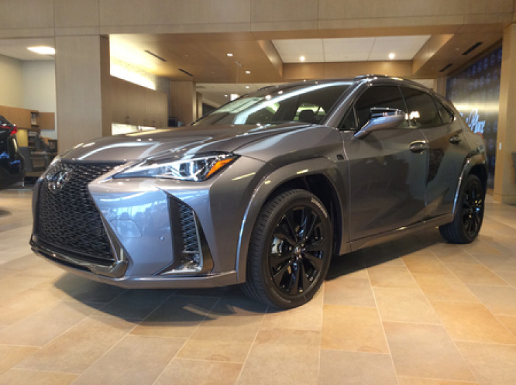 Lexus UX 200 F-sport with OE wheels