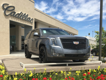 """Cadillac Escalade Luxe Grille 24"""" wheels and blackout pkg"""