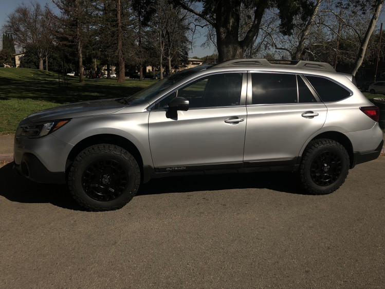 "Subaru Outback with 2"" ReadyLIFT, 17"" York and 245.65.17 BF KO2"