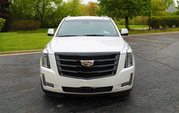 Cadillac Escalade with Gloss Black OE Painted Grill and Gloss Black OE Painted Wheels