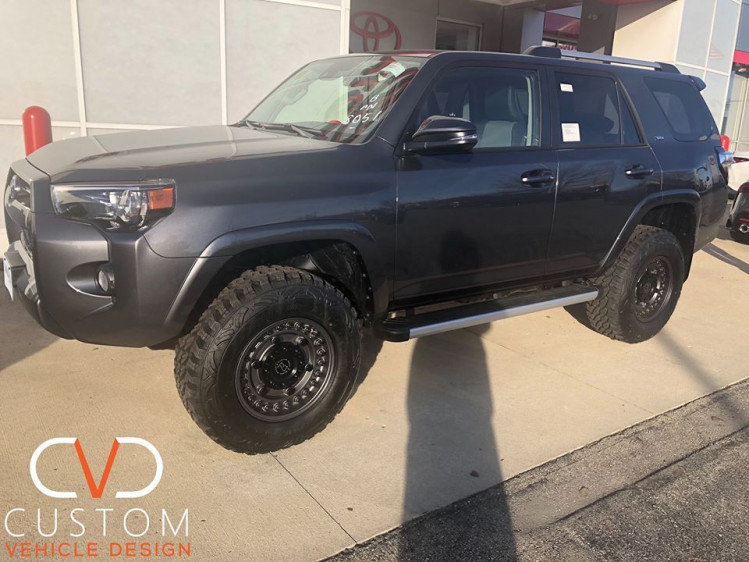 Toyota 4Runner wit Black Rhino wheels