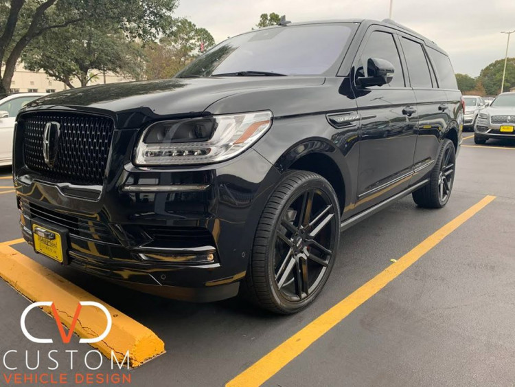 """2020 Lincoln Navigator with Status Alloy Titan wheels and 24"""" Vogue Signature V Tyres ⠀"""