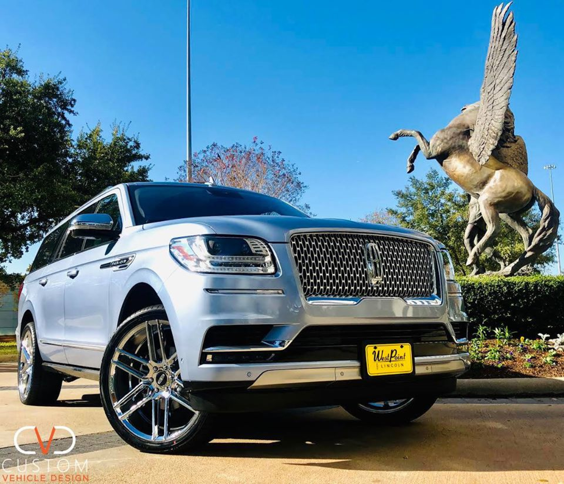 "2020 Lincoln Navigator with 24"" Status Titan Chrome wheels & 305/35/24 Vogue Signature V Tyres"