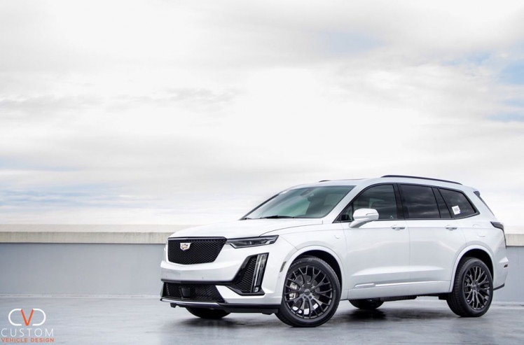 2019 Cadillac XT6 with Gloss Black Vogue VT383 wheels and Vogue Signature V SCT2 Tyres